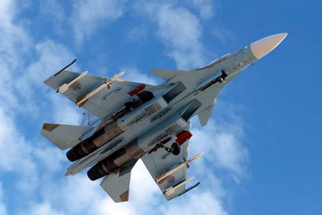 """""""Руските витязи"""" показаха възможностите на новия изтребител Су-30СМ"""