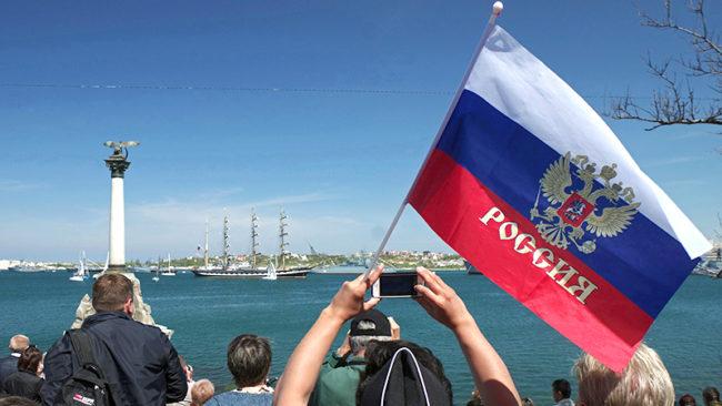 Гражданите на РФ:  Присъединяването на Крим донесе само ползи