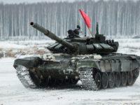 Видео: Руски танкове тренират за летен биатлон отвъд Полярния кръг