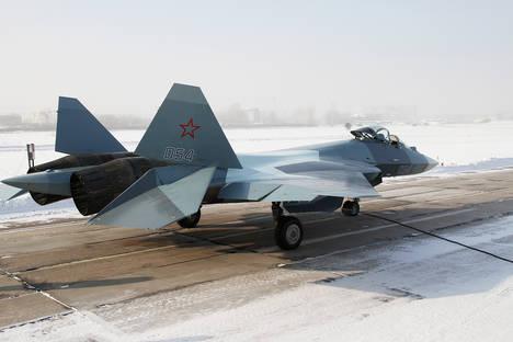 В Русия създадоха първия макет на новия стратегически бомбардировач ПАК ДА