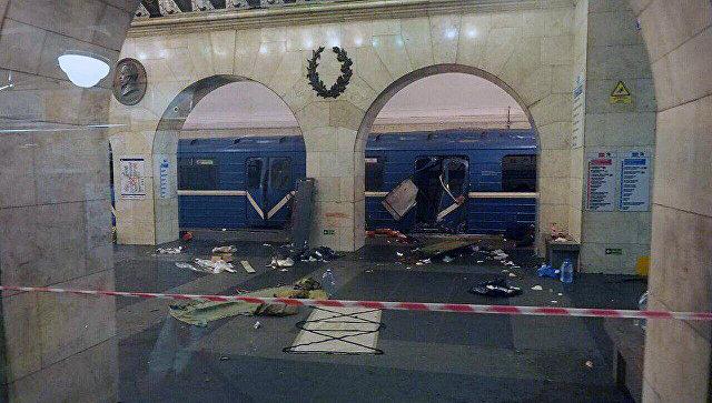 Путин: Разглеждат се три версии на взрива в Санкт Петербург