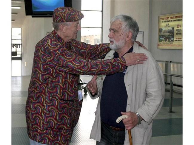 2006 г. Любомир Левчев посреща на летище София своя приятел Евгений Евтушенко