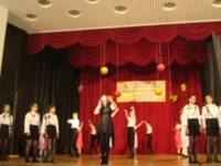 """Танцова формация """"Балканска младост"""" от гр. Етрополе - победители в конкурса за песен в категория IX-ХII клас в областния етап на IV национален фестивал на руската поезия, песен и танц."""