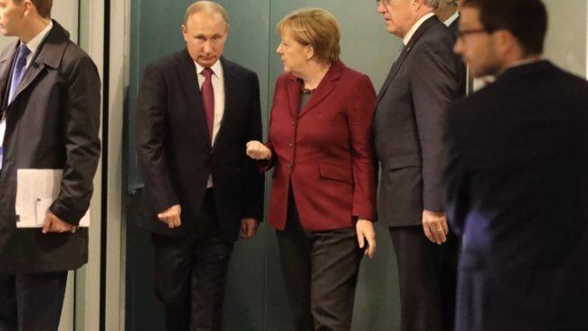 Меркел търси от Путин подкрепата на рускоезичните избиратели в Германия