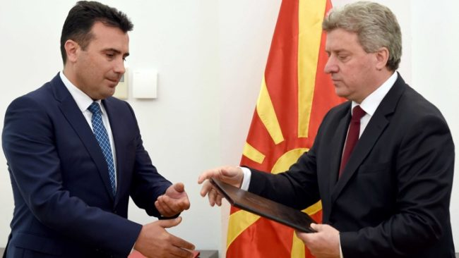 Георге Иванов връчва мандата на Зоран Заев/ БГНЕС