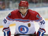 Путин върза кънките и излезе на леда да поиграе хокей