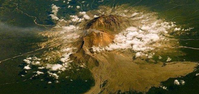 Вулканът Шивелуч на Камчатка изхвърли пепел на височина 9 километра
