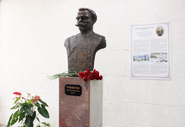 Във Владимирския  университет поставиха първия в Русия паметник  на ген. Столетов