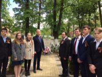 Русофили -Костенец поднесоха  цветя на паметника на загиналите съветски воини в Момин проход