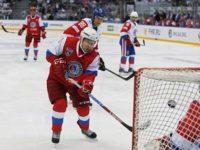 Владимир Путин участва в мач от любителската Нощна хокейна лига