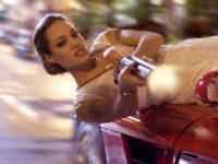 """Анджелина Джоли в кадър от филма на Тимур Бекмамбетов """"Неуловим"""""""