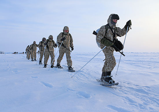 Руски военни са излетели в Арктика за да изчистят архипелага Нова земя