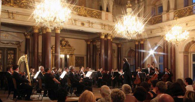 """Камерната филхармония на Санкт Петербург свири за """"Любовта е лудост"""""""