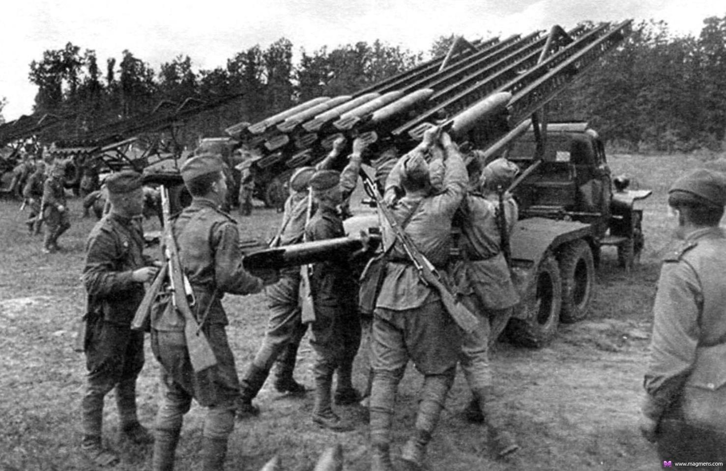 Един от първите залпове в началото на войната на все още експерименталната батарея