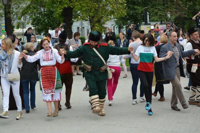 В Москва се изви най-голямото българско хоро в Русия. Снимки