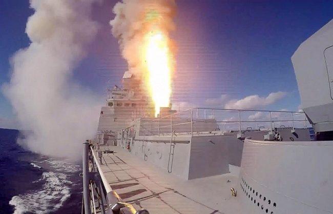"""Руски бойни кораби са унищожили складове с оръжие на """"Ислямска държава"""" в Сирия"""