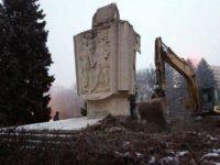 Руски депутат призова за санкции срещу Полша заради премахването на съветските паметници