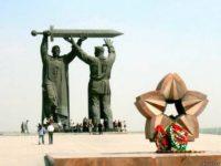 """Паметник """"Тыл врагу"""" в град Магнитогорск."""