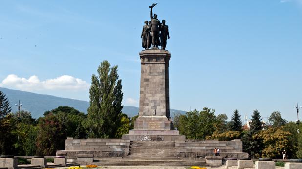Резултат с изображение за паметникът на Съветската армия в центъра на София.