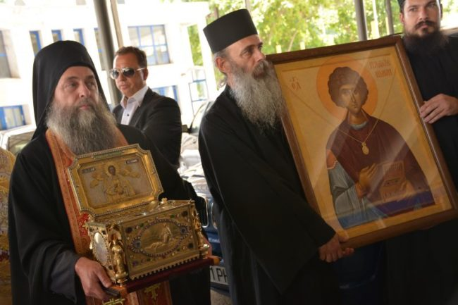 Хиляди се стекоха пред мощите на светеца лечител Св. Панталеймон