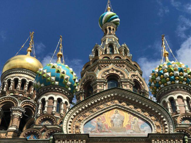 Мизерия, мракобесие, потисничество и… Путин. Москва и Санкт Петербург в снимки