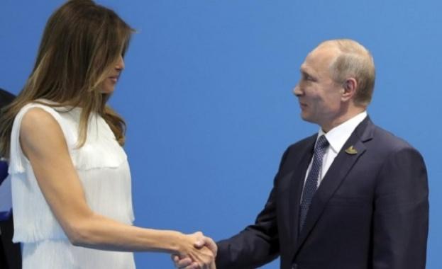 Дори и Мелания не успяла да откъсне Тръмп от разговора му с Путин