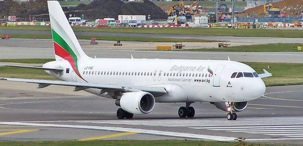 """След 4 дни: Първият самолет на """"България ер"""" най-после кацна в Санкт Петербург"""
