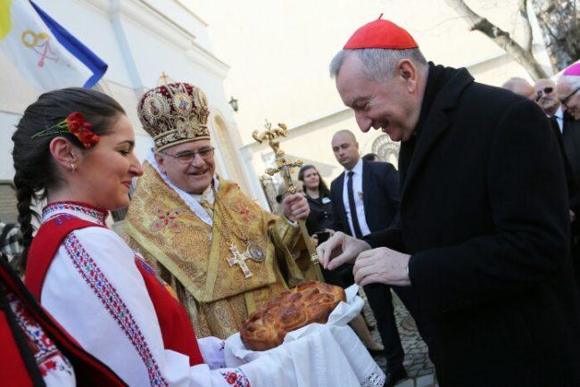 Кардинал Паролин (вдясно) по време на посещението си в България през миналата година. Снимка Веселин Боришев.