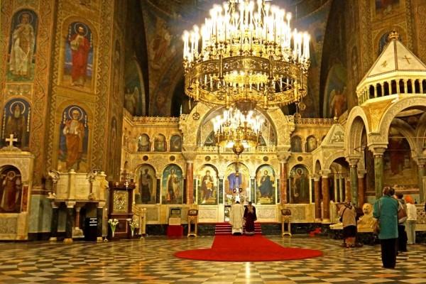 Молитви пред мощите на княз Александър Невски