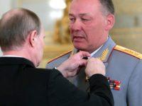 """Владимил Путин награждава генерал Александър Дворников със """"Златна звезда на Герой на Русия"""""""