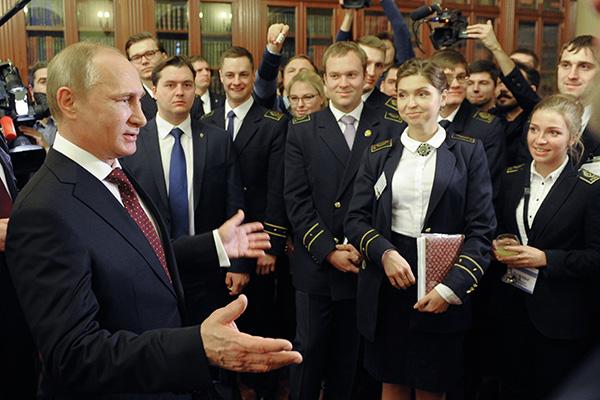 Путин обича да общува с младите