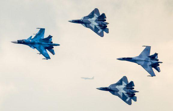 Русия показа изтребителя от пето поколение Су-57