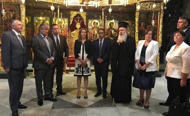 Министър Ангелкова и посланик Макаров посетиха Троянския манастир
