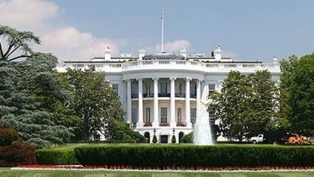 """Белия дом """"разглежда опциите си""""след решението на Кремъл за ограничаване на броя на американските дипломатически служители в Русия"""