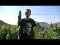 Сирийци обличат тениски с лика на Путин (Видео)