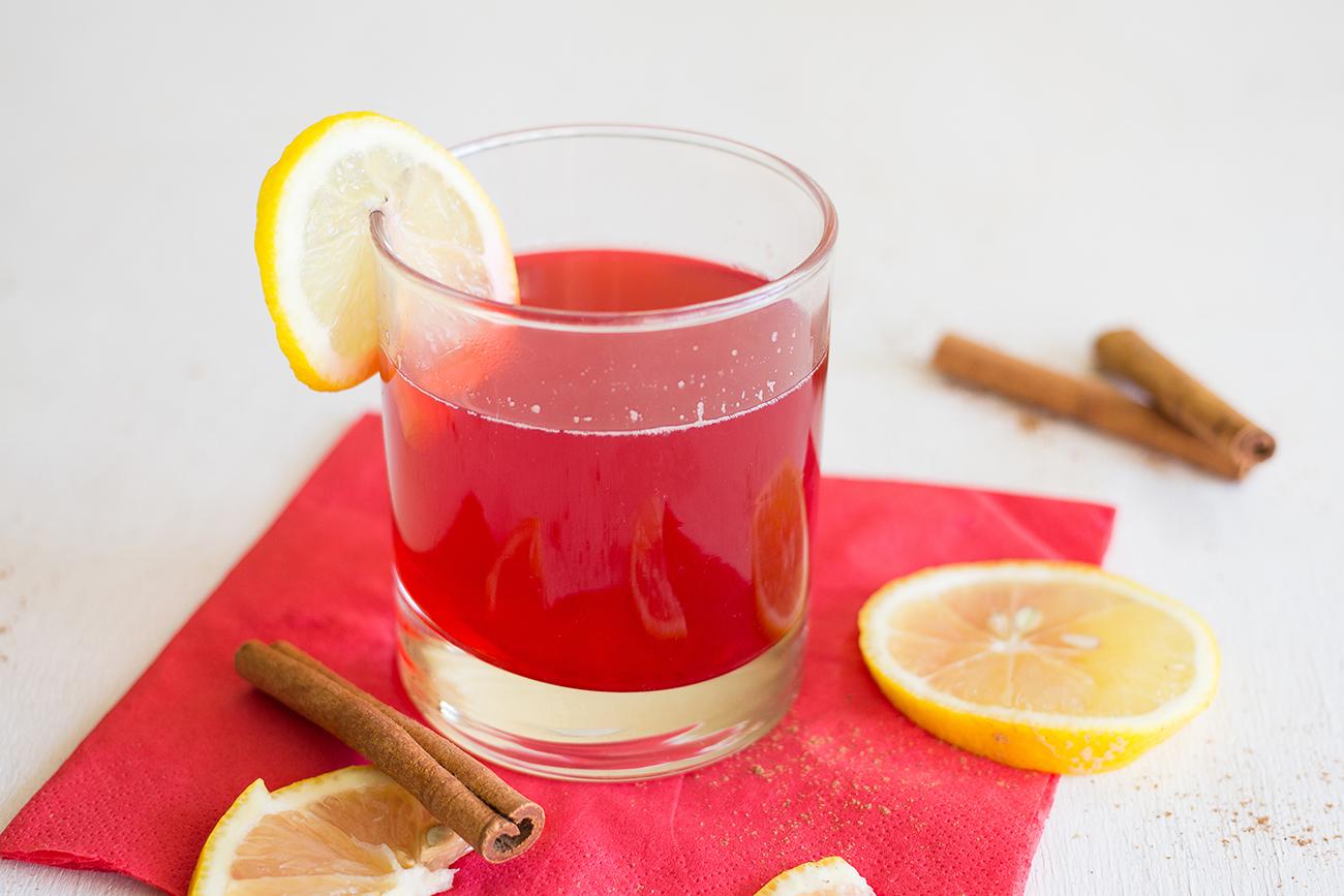 Брусничный напиток с лимоном