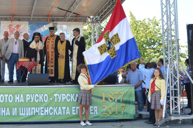 Митрополит Киприан освети реплика на Самарското знаме, изработена по инициатива русофили в Казанлък