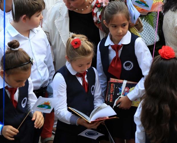 """Книги вместо цветя за първия учебен ден в """"Камчия"""""""