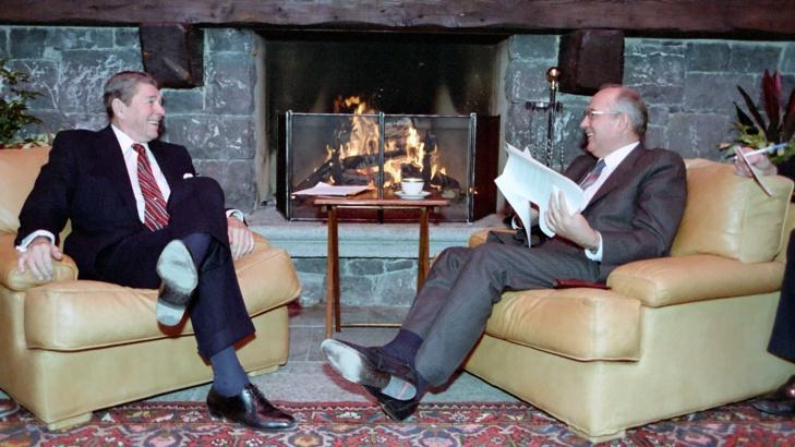 Президентите на САЩ и СССР Роналд Рейгън и Михаил Горбачов. / БГНЕС
