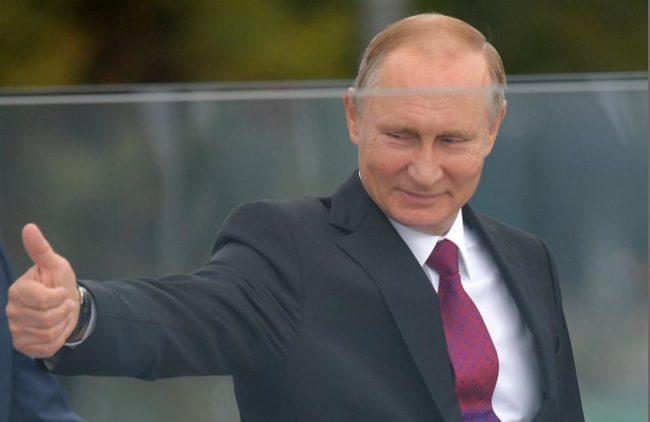 Рейтингът на Путин в Русия остава непоклатим