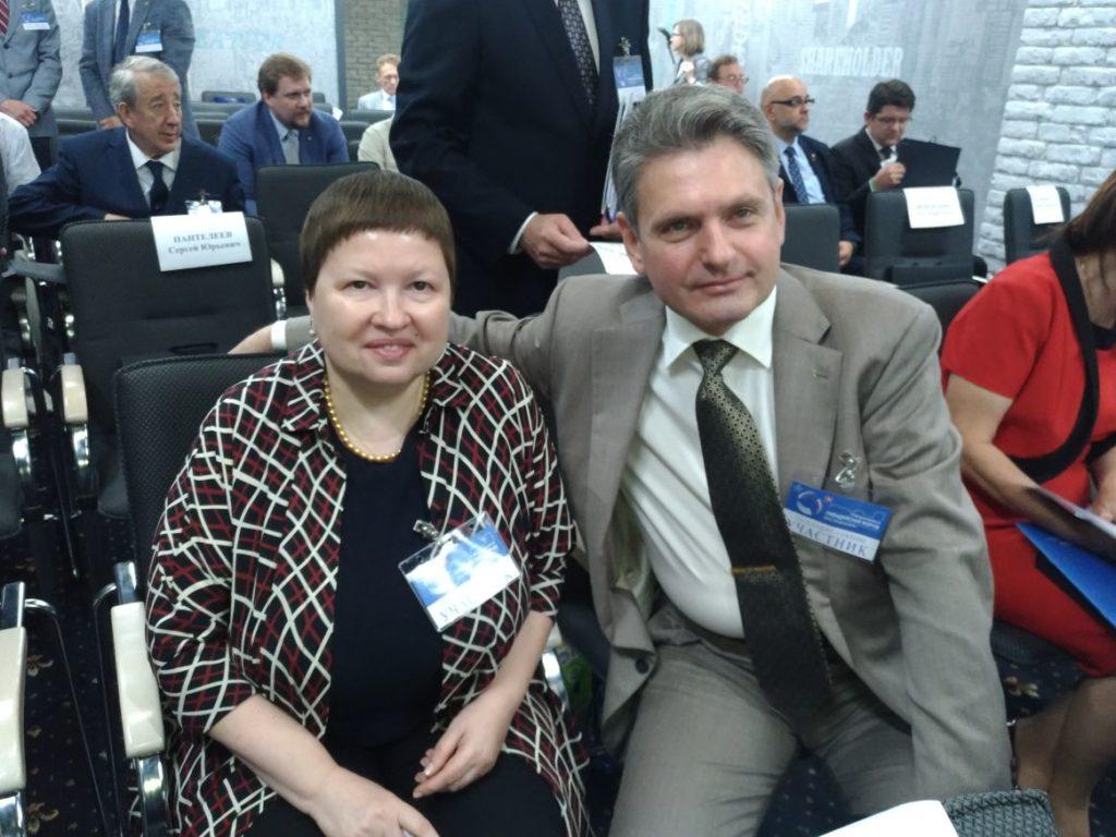 Николай Малинов и Елена Сутормина  - председател на Комисията за развитие на обществената дипломация и за подкрепа на съотечествениците в чужбина на Обществената палата на Русия