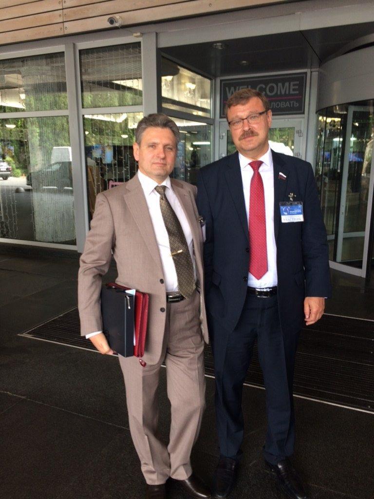 Николай Малинов с Константин  Косачев  – председател на Комисията по международните въпроси на Съвета на Федерацията