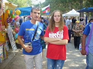 Едни облякоха фланелки с надпис Русия, други предпочетоха България