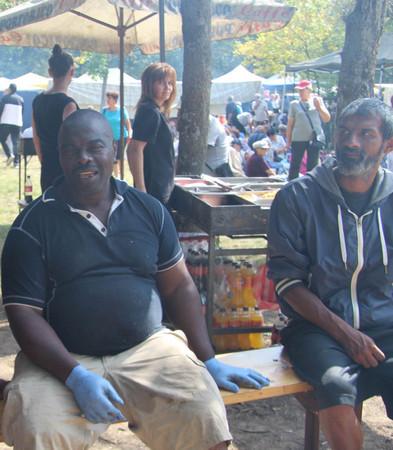 За топлата скара на съборяните се погрижи африканецът Стивън, който от три десетилетия е намерил новия си дом в Казанлък