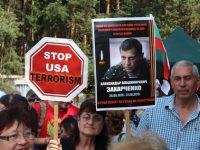 Имаше и лозунги в памет на наскоро убития при атентат  Александър Захарченко