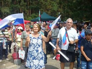 На събора се вяха множество руски знамена