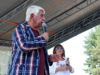 Развигор Попов и Мими Иванова бяха посрещнати с овации от множеството край сцената