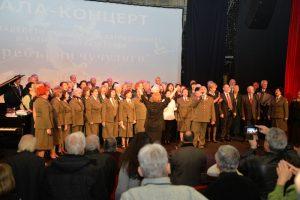 Всички участници и публика под диригентството на маестро академик Виолета Ковачева пеят Моя страна, моя България