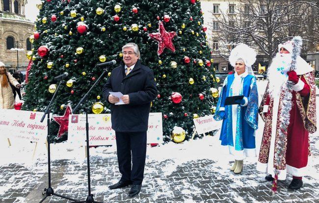Правителството  на Москва подари на София 13-метрова елха за Нова година