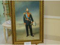 На стените на коридорите на Съвета на Федерацията се появиха необичайни картини.